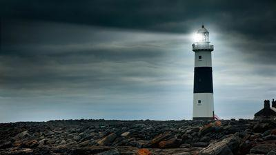 lighthouse-beacon-light-ocean-rocks-cliffs-resilience